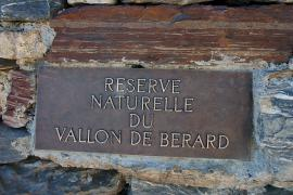 Plaque de la réserve naturelle au col de Salenton - © J. Heuret