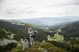 Surveillance ornithologique au sommet du Tanet - © L. Wen / Coeurs de nature / SIPA