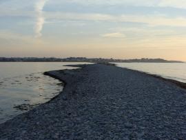 Grande marée sur le Sillon de Talbert, au soleil couchant un soir d'été - © D. Even