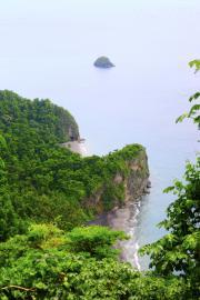 L'ilet La Perle vu de la côte au Prêcheur - © B. Celica / Coeurs de Nature / SIPA